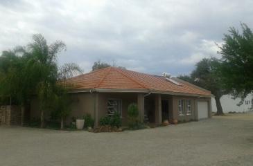 Omaruru, 3 Bedrooms Bedrooms, ,3 BathroomsBathrooms,Townhouse,For Sale,1012